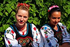Traditional costume in Romania ( http://en.scoopers.com/tag/24945/c-l-ra-i )