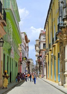 the streets of la habana vieja (aka: old havana). (havana) #travelcolorfully