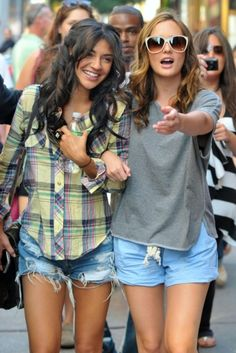 Show some leg in denim shorts with the cast of Gossip Girl
