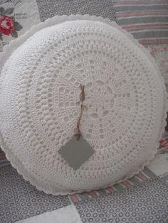 Crochet Cushions, Crochet Pillow, Yarn Trees, T Shirt Yarn, Hobbies And Crafts, Scandinavian Style, Knitting Yarn, Tree Skirts, Lana