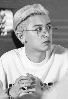 Chanyeol [HQ] 190730 'What a Life' Fansign in Qingdao Park Chanyeol Exo, Kpop Exo, Exo Chanyeol, Kyungsoo, Kai, Chen, Types Of Boyfriends, Music Genius, Exo Lockscreen