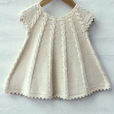 Dress Patterns For Little Girls Tunics Girls Knitted Dress, Knit Baby Dress, Knitted Baby Clothes, Baby Cardigan, Baby Pullover, Knitting For Kids, Baby Knitting Patterns, Free Knitting, Baby Blanket Crochet