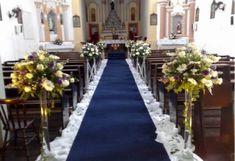 Foto de decoração de casamento rustico para igreja pequena