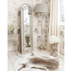 Adding That Perfect Gray Shabby Chic Furniture To Complete Your Interior Look from Shabby Chic Home interiors. Shabby Chic Mode, Shabby Chic Bedrooms, Shabby Chic Kitchen, Trendy Bedroom, Shabby Chic Style, Shabby Chic Decor, French Bedrooms, Modern Bedroom, Shabby Chic Floor Lamp