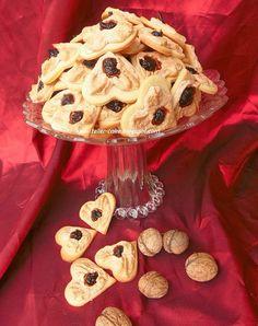 teller-cake: Diós-szilvás szivecske - egy mutatós aprósütemény Valentines Day Desserts, Hungarian Recipes, Biscuits, Dessert Recipes, Cookies, Cake, Sweet, Dios, Crack Crackers