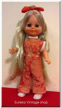 Ελληνική κούκλα από την εταιρία ROMEO της δεκαετίας 1970's. Πάρα πολύ όμορφη και ιδιαίτερη κούκλα σε μικρό μέγεθος. Με πολύ ωραίο ντύσιμο χαρακτηριστικό της περιόδου εκείνης. Η κούκλα και τα ρούχα της είναι σε άριστη και καθαρή κατάσταση. Ύψος 25εκ. Dolls For Sale, Vintage Dolls, Big Kids, Toys, Holiday Decor, Activity Toys, Antique Dolls, Clearance Toys, Children