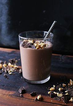 Nam! Denne kommer garantert til å falle i smak, toppet med nøtter og sjokolade.