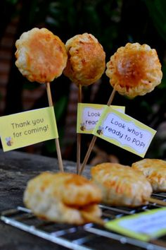 Masala Chicken Puff Pops: Indian Spiced Chicken Mince in Puff Pastry on a Stick! Chicken Masala, Chicken Spices, Turkey Recipes, Chicken Recipes, Puff Pastry Recipes Savory, Party Food And Drinks, Brunch Party, Amazing Cakes, Indian Food Recipes