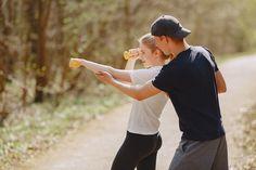 Trong quá trình thực hiện các bộ môn thể dục, các cặp đôi có thể tạo ra những kỷ niệm đẹp cùng nhau, giúp tình cảm thêm khắng khít và gia tăng sự thấu hiểu đối phương.  #fitness #couple Elle Fitness, Feel Better, Insta Pic, Looks Great, Nature Photography, Photoshoot, Yoga, Selfie, Motivation