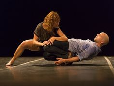 """O """"1, 2 na Dança – Mostra Internacional de Solos e Duos"""" comemora 10 anos de trajetória, em 2013, com uma programação que mescla residência artística e apresentações de espetáculos de dança."""