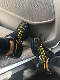 Nike Air Max Plus Black/White/Vivid Sulfur Sneakers Mode, Cute Sneakers, Cute Shoes, Sneakers Fashion, Me Too Shoes, All Black Sneakers, Shoes Sneakers, Superga Sneakers, Basket Style