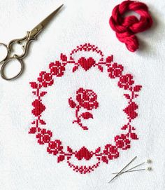 Sew French : Free Redwork Roses Counted Cross Stitch Pattern available on my blog! Cheerful, pretty, charming! Embroidery. Needlecraft. Handmade. Craft. Roses. Hearts. Beautiful hand sewing.