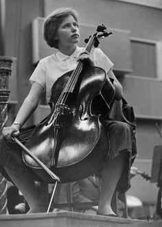 Jacqueline du Pré playing a 1673 Stradivari cello