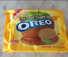 """""""caramel apple cookies"""" - Something for Target shoppers to look forward to this fall includes the launch of the exclusive Oreo Caramel Apple cookies. Caramel Apple Cookies, Oreo Cookies, Caramel Apples, Oreo Treats, Oreo Desserts, Weird Oreo Flavors, Cookie Flavors, Root Beer Cookies, Oreos"""