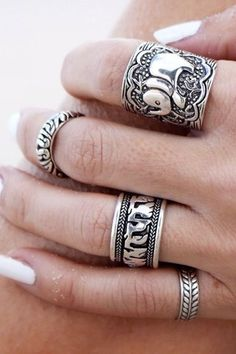 A Set of Characteristic Retro Style Carving Pattern Rings For Women