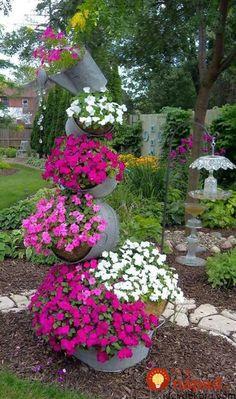 Krásne nápady, vďaka ktorým budú vaše kvety v záhrade žiariť. Či už ich pestujete v črepníkoch, alebo voľne v pôde, prinášame vám skvelé tipy, ako si ich krásu užiť ešte viac. Neváhajte a inšpirujte sa krásnymi nápadmi. Na mnohé z nich využijete veci, ktoré sa vám možno bez úžitku povaľujú v garáži alebo v pivnici!...