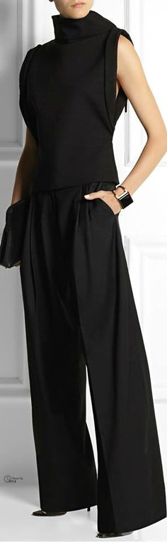 Simple lines, inexpensive textile - yet looks chic and elegant. Looks Chic, Looks Style, Style Me, Black Style, Style Bold, Trendy Style, Mode Outfits, Fashion Outfits, Womens Fashion