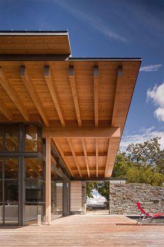 Découvrez cette magnifique maison contemporaine en pierres conçue par le cabinet d'architecture Bohlin Cywinski Jackson.