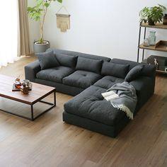 ワイド座面の3人掛けのカウチタイプのロー・フロアソファ Minimalist Living Room Furniture, Living Room Sofa Design, Living Room Decor, Wooden Sofa Designs, Welded Furniture, Creative Bookshelves, Family Room Fireplace, Boutique Deco, Sofa Set