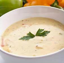 La velouté es una salsa parecida a la bechamel, en la que se sustituye la leche por caldo, bien de verduras, bien de carne o pescado, dependiendo del gusto que queramos conseguir.