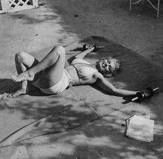 1953 Bel Air Hotel Session Gym - Marilyn par De Dienes - Divine Marilyn Monroe