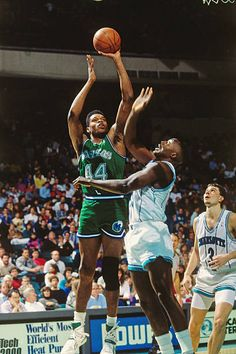 88487b088 Sam Perkins of the Dallas Mavericks shoots the ball during the game.