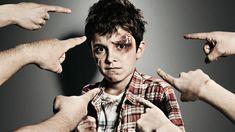 """Bullyng """"Una conducta de persecución y agresión física, psicológica o moral que realiza un alumno o grupo de alumnos sobre otro, con desequilibrio de poder y de manera reiterada"""""""