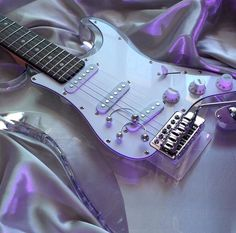 Find images and videos about cute, flowers and music on We Heart It - the app to get lost in what you love. Violet Aesthetic, Lavender Aesthetic, Music Aesthetic, Aesthetic Colors, Aesthetic Photo, Aesthetic Pictures, Aesthetic Grunge, Guitar Art, Cool Guitar