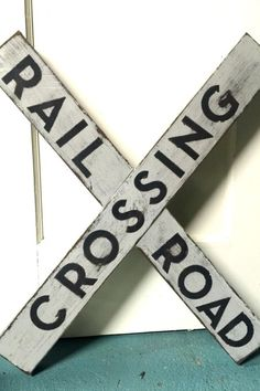 A DIY railroad crossing sign made from a repurposed picnic bench. Train Crafts, Vbs Crafts, Crafts To Make, Repurposed Wood Projects, Diy Projects, Salvaged Wood, Wooden Diy, Wooden Signs, Wooden Decor