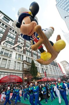 Mickey Mouse sails into Herald Square at the Macy's Thanksgiving Day Parade Disney Thanksgiving, Macys Thanksgiving Parade, Happy Thanksgiving, Mickey Mouse Balloons, Parade Floats, Herald Square, Turkey Time, Kites, Autumn