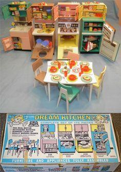 DELUXE READING: 1963 DREAM KITCHEN Doll Playset Z Toy Kitchen, Barbie Kitchen, Kitchen Board, Barbie Vintage, Vintage Toys, Antique Toys, Retro Toys, Vintage Girls, Tin Toys