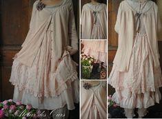 MLLE PETUNIA : Gilet rose poudré JAYKO, robe boutonnée dos JAYKO, jupon rose JAYKO, panty Les Ours, chaussures