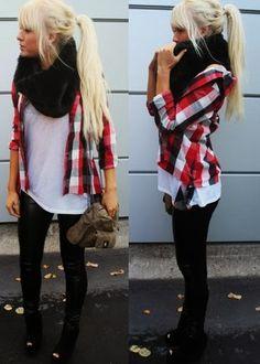 Me encantan las camisas de cuadros con black jeans. Un look total para ir a la uni o al cole.