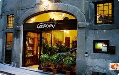 """Dove mangiare la Bistecca alla Fiorentina a Firenze: i posti migliori di Firenze dove mangiare un'ottima bistecca  Il proprietario è Giovanni,figlio de """"I Latini"""""""
