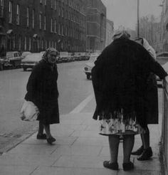 "3 older women Stopping for a natter on Sean McDermott Street, Dublin. The one approaching thinks: ""Do ya think they would mind me joining in"" Dublin Street, Dublin City, Old Pictures, Old Photos, Sean Mcdermott, Ireland Homes, Photo Engraving, Dublin Ireland, Monochrome"