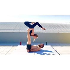 """156 Me gusta, 10 comentarios - Max Larissa-J Jensen (@above_and_beyond_acro) en Instagram: """"We can't wait to play tomorrow in the hot winter weather! #aboveandbeyond #acroyoga #instagood"""""""