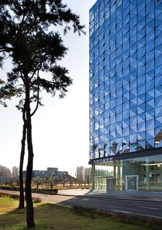 Adorable 31 Stylish Park Royal Hotel And Office Design Ideas That Eco Friendly Garden Cubist Architecture, Condominium Architecture, Architecture Design, Arch Building, Building Facade, Building Design, Facade Pattern, Glass Curtain Wall, Glass Museum