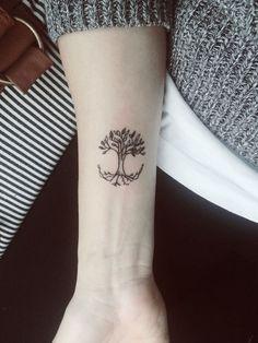 petit tatouage arbre palmier tatouage