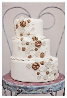 button wedding cake