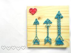 Miupi - Para Casa | Quadrinhos Bordados  #miupi #adoromiupi #quadro #frame #madeira #wood #bordado #handmade #artesanato #embroidery #craft #wool #decor #home #lardocelar #homesweethome #pinus #madeirapinus #paracasa #paravoce #love #loveit #heartit #cute
