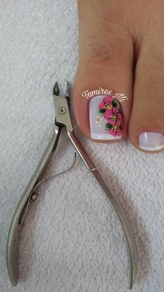 Adesivos de unhas 2018 – Modelos e fotos Pedicure Nail Art, Pedicure Designs, Toe Nail Designs, Toe Nail Art, Mani Pedi, Diy Nails, Cute Nails, Feet Nail Design, One Stroke Nails