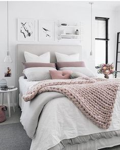 Home decorating ideas cozy brilliant minimalist bedroom ideas with black and white colors. home decorating ideas cozy brilliant minimalist bedroom Dream Rooms, Dream Bedroom, Home Bedroom, Modern Bedroom, Bedroom Small, Trendy Bedroom, Bedroom Romantic, Small Rooms, Small Spaces