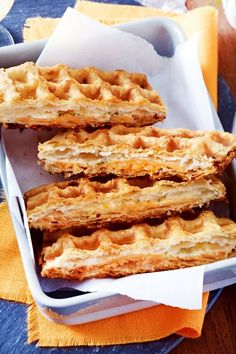 Puff pastry waffles with smoked salmon recipe DELICIOUS- Blätterteig-Waffeln mit Räucherlachs Rezept Cheesecake Vegan, Smoked Salmon Recipes, Tasty, Yummy Food, Delicious Recipes, Evening Meals, Cooking Time, Finger Foods, Brunch