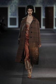 A look from the Louis Vuitton Fall/Winter 2013-2014 Women's Fashion Show. © Louis Vuitton / Ludwig Bonnet