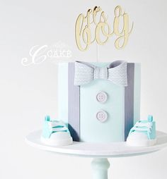 Welcoming a little man into the world with this cake complete with handmade fondant baby shoes and handpainted patterned bow tie Cake topper: Torta Baby Shower, Baby Shower Cakes For Boys, Baby Boy Cakes, Baby Shower Themes, Baby Boy Shower, Babyshower Cake Boy, Baby Boy Cake Topper, Fondant Man, Fondant Baby Shoes