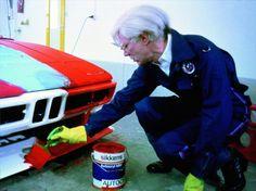 M1をペイントしているアンディ・ウォーホル 世界の名車<第85回>BMWの理想主義的なスポーツカー「M1」