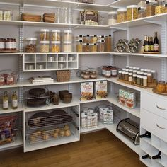 These clever kitchen pantry organization hacks will save your food from the deadline. Get some ideas for your pantry closet organization here. – Experience Of Pantrys Kitchen Pantry Design, Kitchen Organization Pantry, Interior Design Kitchen, Home Organization, Pantry Ideas, Organized Pantry, Kitchen Tools, Kitchen Ideas, Pantry Shelving