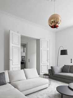 Monochromatic living room with stark decorations | Studio Niels