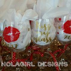 Kiss my glass.  Wedding party fun #kiss #glass #lips #bridal #fun #wine #wineglass #custom #red #ohiomade #nolabred #etsy #shopsmall #redlips #vinyl