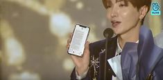 Super Junior Leeteuk read the messanger fromTaemin thanks late Jonghyun and SHINee members in his award message at 'Seoul Music Awards
